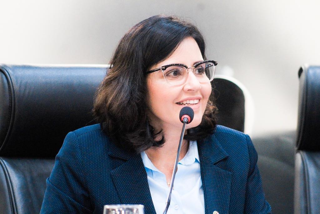 Deputada Pollyanna Dutra comemora início da vacinação na Paraíba Vacinas começaram a ser distribuídas nesta terça-feira (19) para os 223 municípios do estado