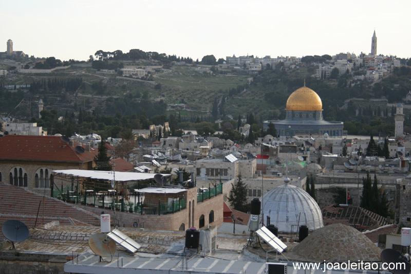 A Cúpula da Rocha na Cidade Antiga de Jerusalem