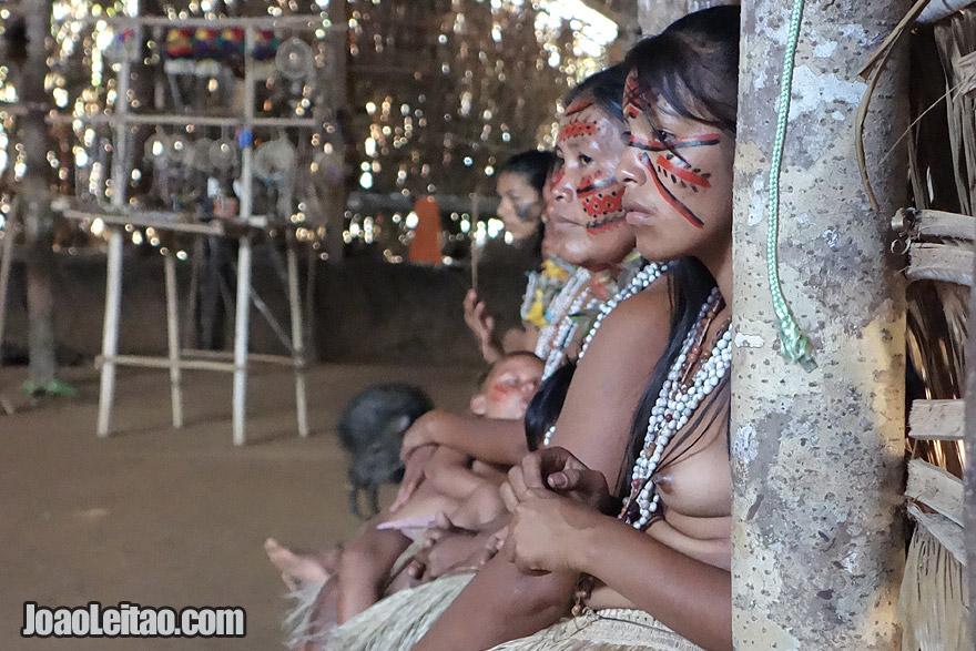 Tribo Tatuyo perto de Manaus