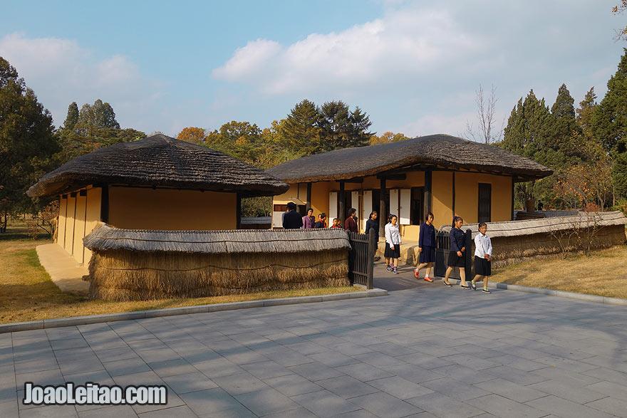 A casa onde nasceu Kim Il Sung em Mangyongdae