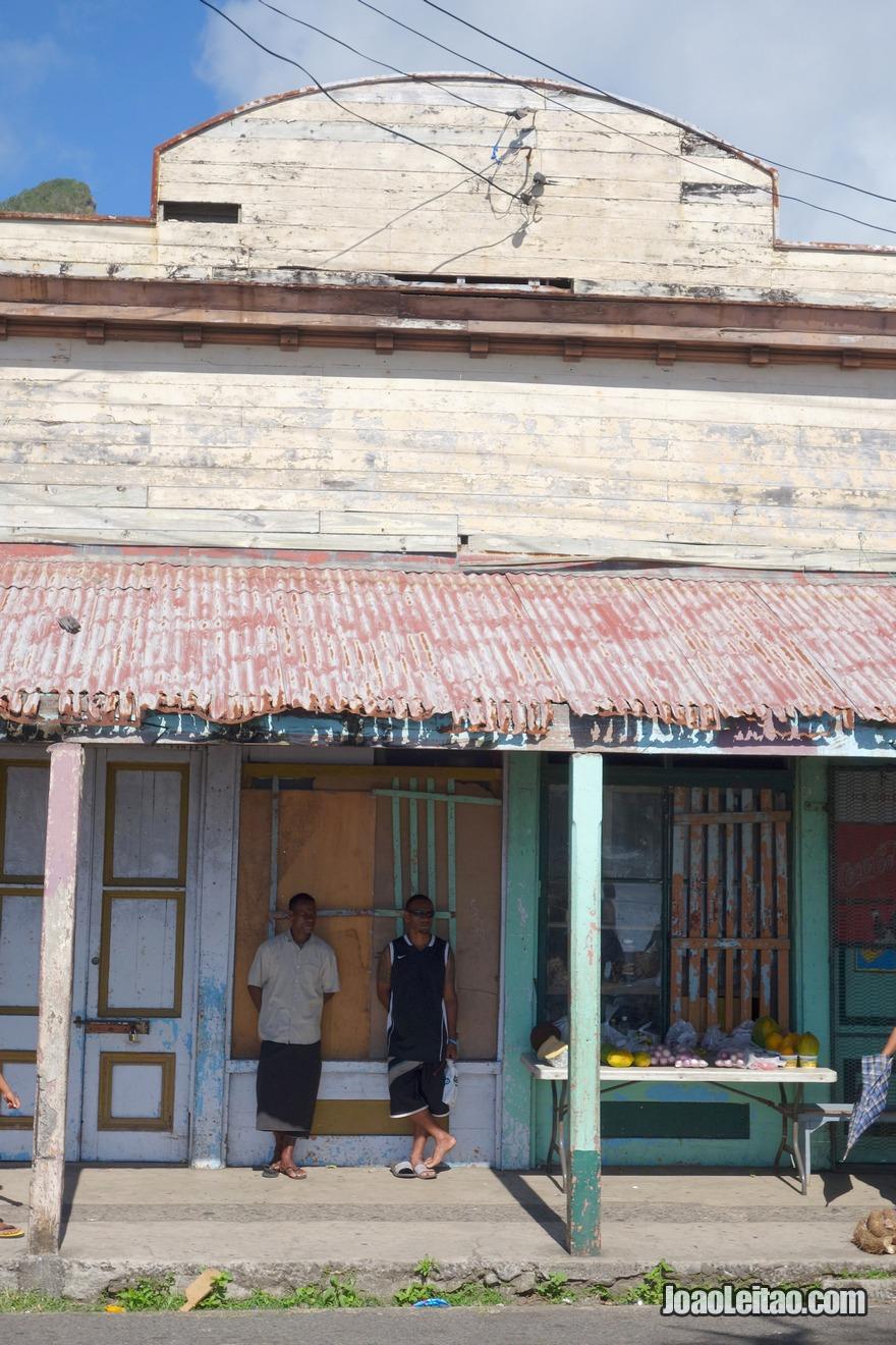 Fotografia de uma casa colonial feita em madeira em Levuka na Ilha Ovalau nas Fiji