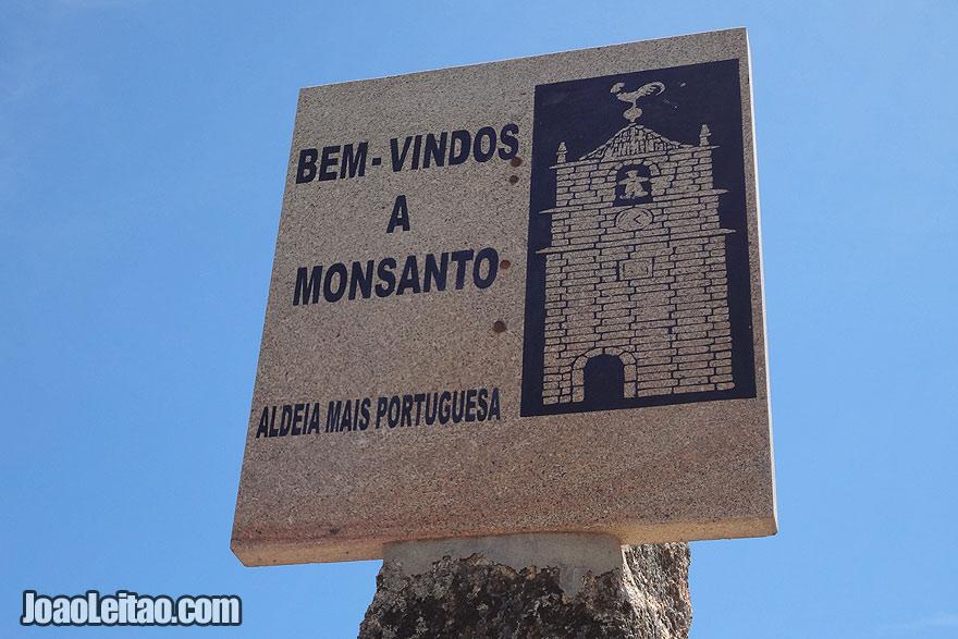 À entrada de Monsanto
