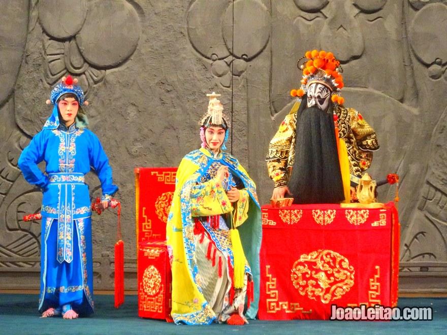 Foto dos artistas da Ópera de Pequim