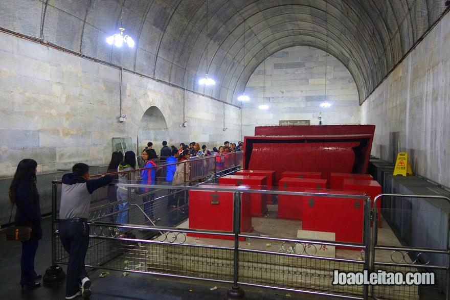 Foto do interior dos Túmulos Ming e Qing