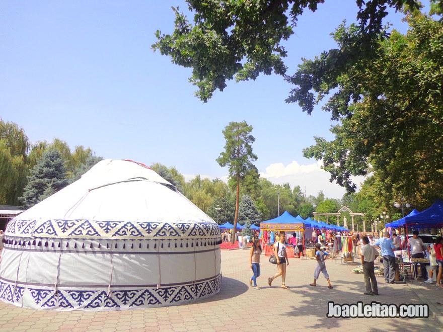 Jardim em Bishkek