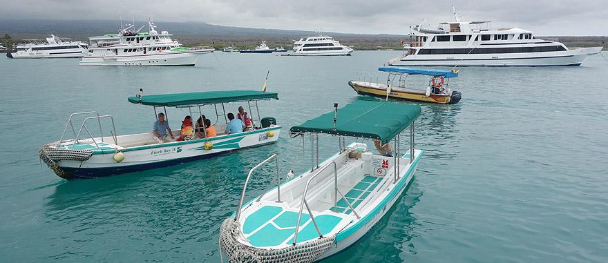Barcos em Puerto Ayora, nas Galápagos