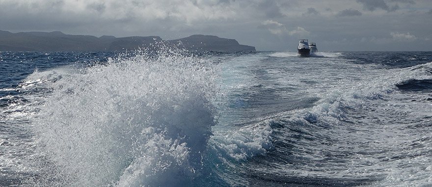 Os transferes entre as ilhas Galápagos podem ser feitos de barco táxi - viagem de 2 horas