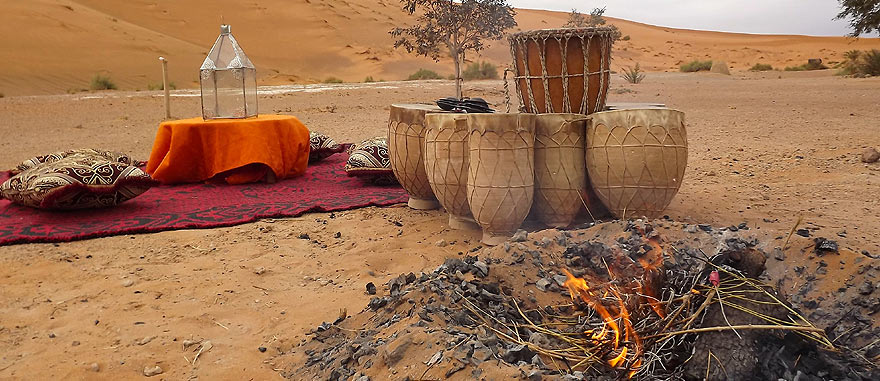Oasis fire and drums - Mind-blowing Sahara Desert Hotel