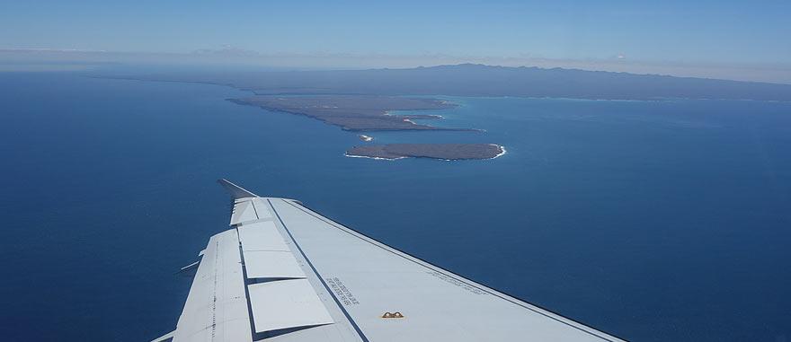 Avião a chegar à Ilha de Baltra no aeroporto Seymour, nas Galápagos