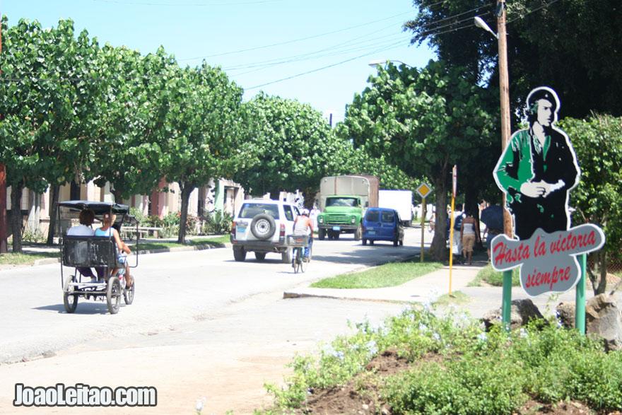 Hasta la Victoria Siempre / Until Victory Always, Che Guevara sign in Santa Clara