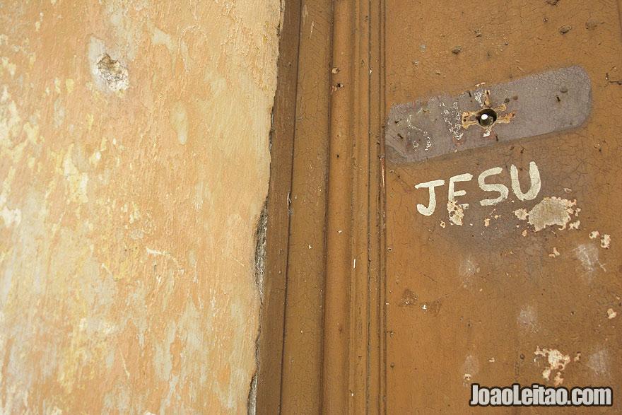 Jesu script in old door