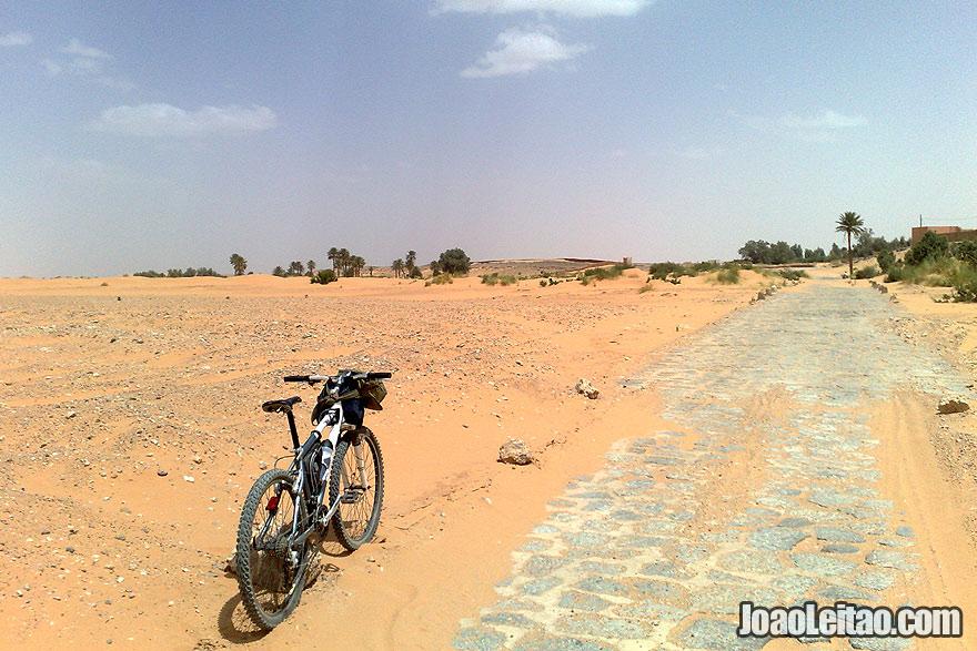 Road just before reaching Derkaoua oasis
