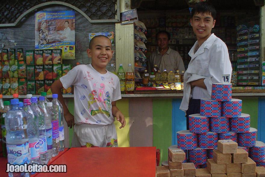 Friendly people in Tashkent market