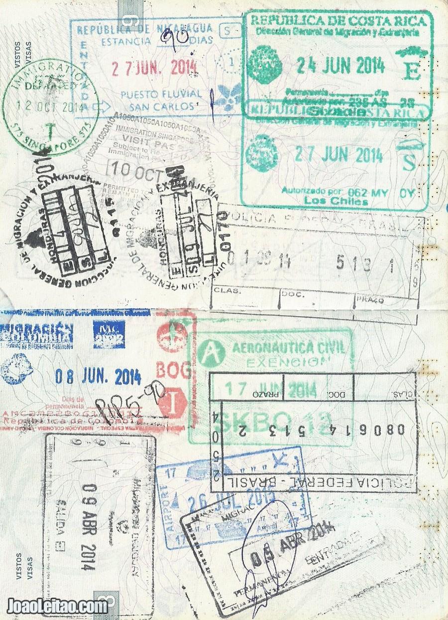 Página do meu passaporte com o carimbo do Kuwait  (é o de cor azul com a data 26 JUL 2015)