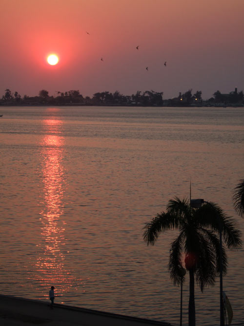 You are currently viewing Pôr do Sol na Baía de Luanda