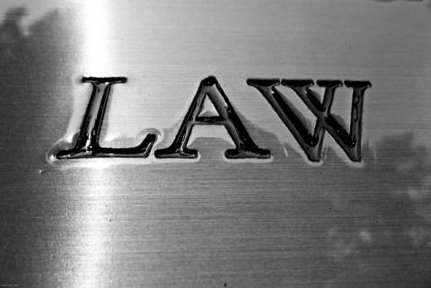 日本の法律上国内で営業は出来ない