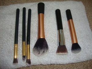 how to easily clean your makeup brushes