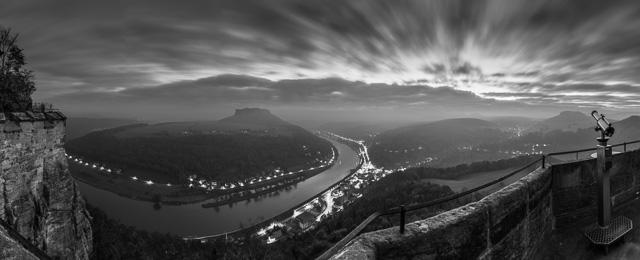 Blick auf den Lilienstein, Panorama vor Sonnenaufgang