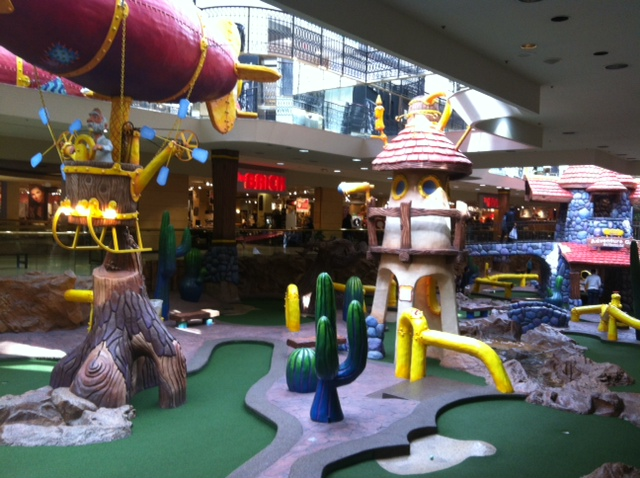 Indoor mini golf