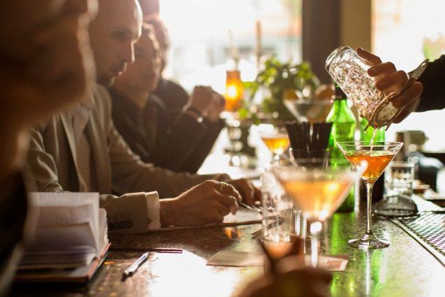 at-cocktail-bar
