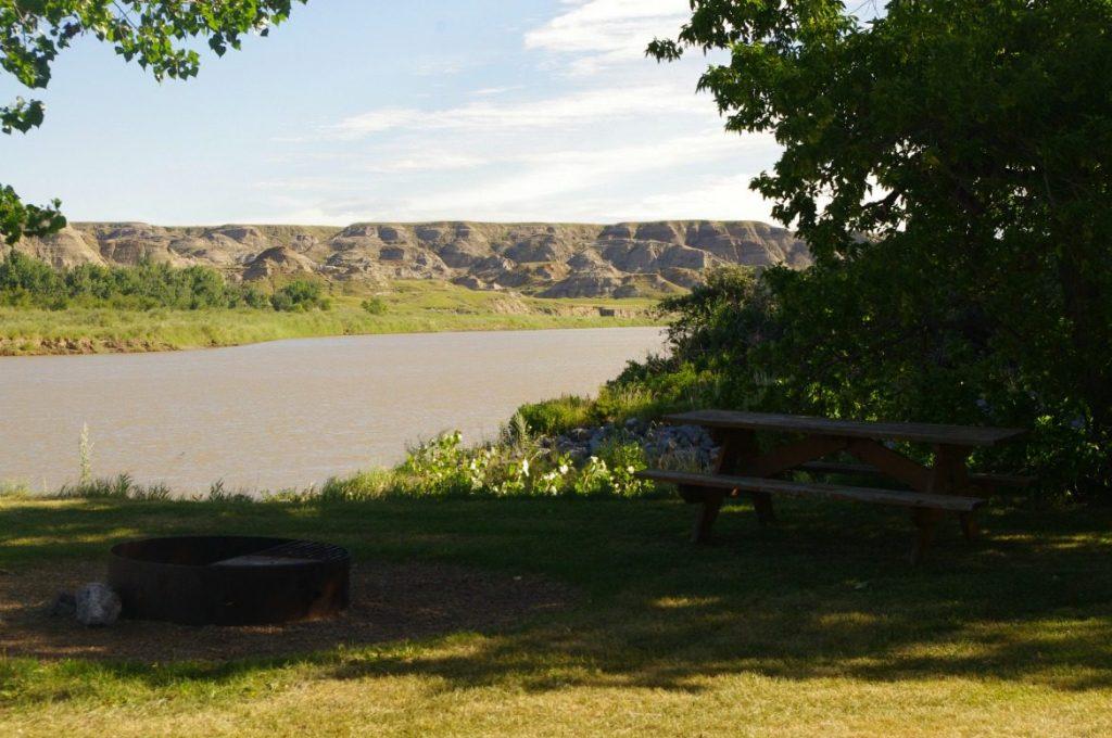camping dinosaur provincial park