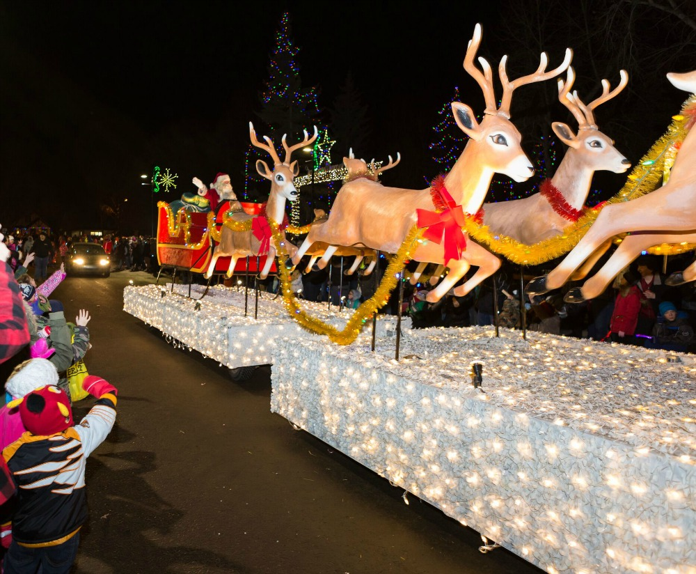 santa on sleigh float