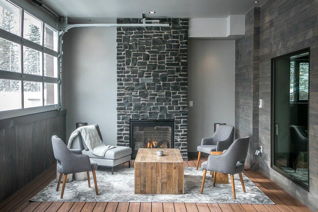 modern mountain lounge