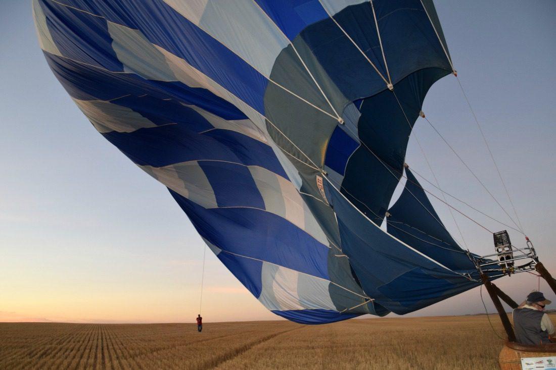 hot air balloon deflation