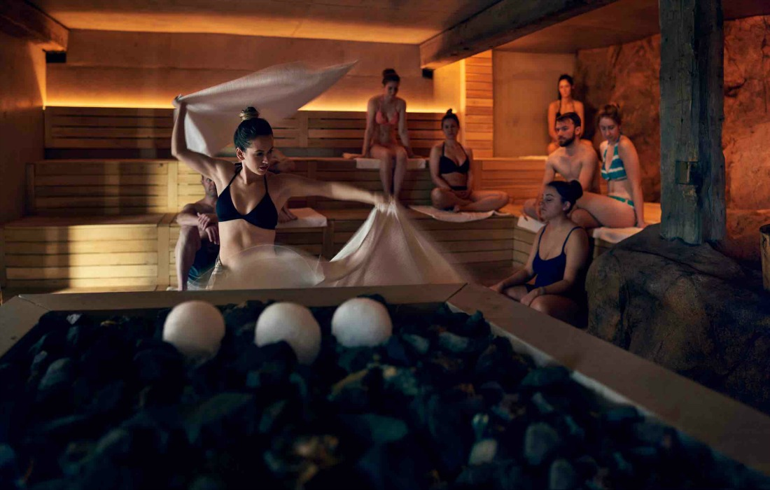 Aufguss sauna therapy