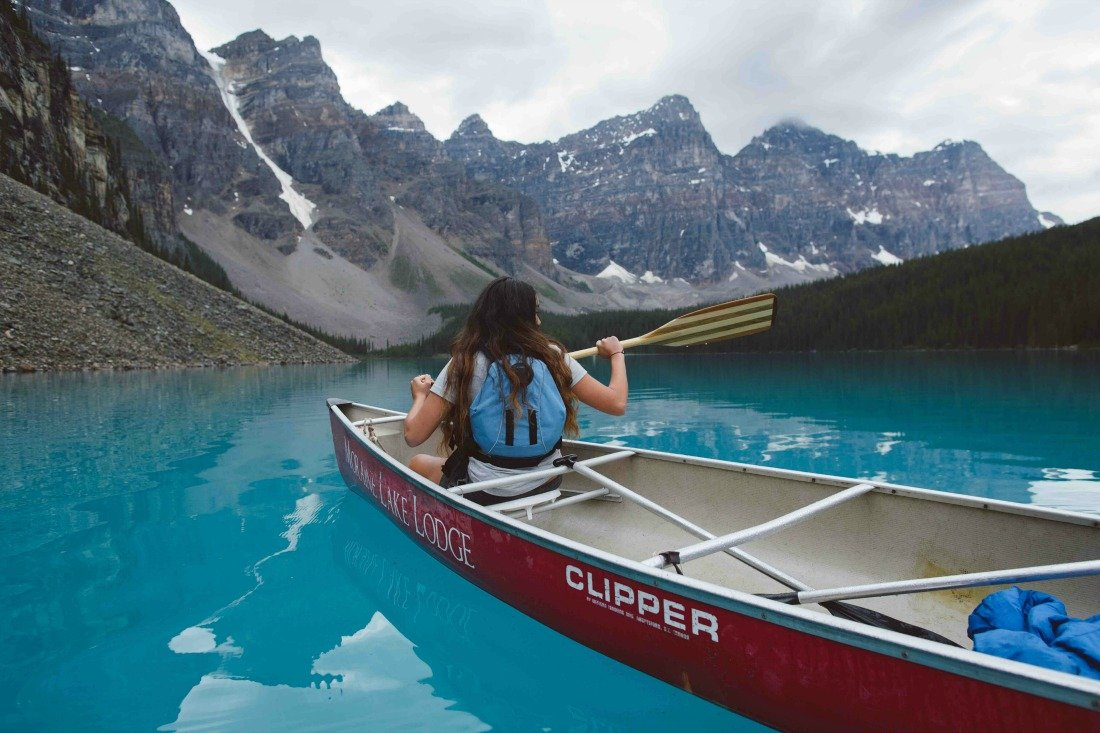 valley of 10 peaks moraine lake canoeing