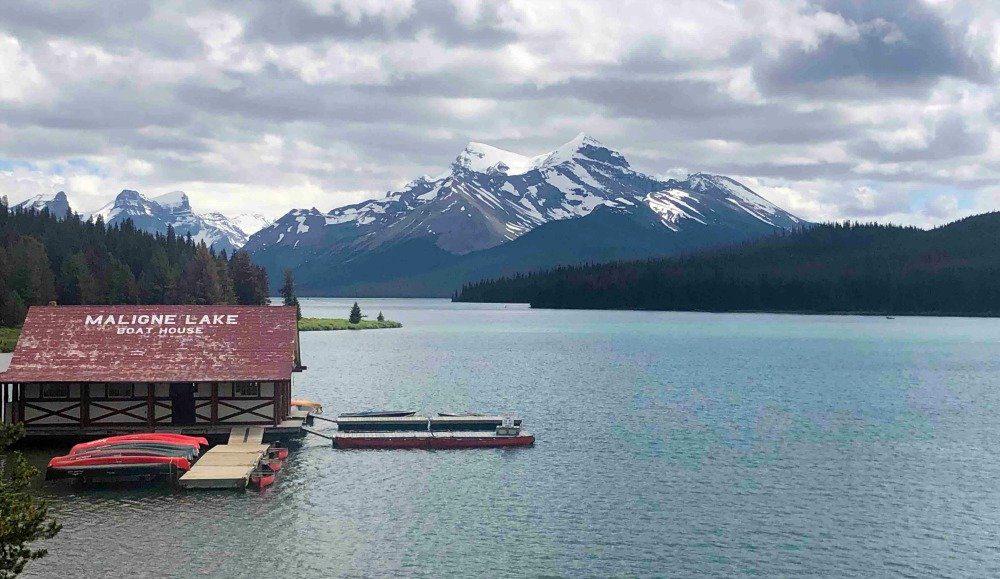 Maligne_Lake_boat_House