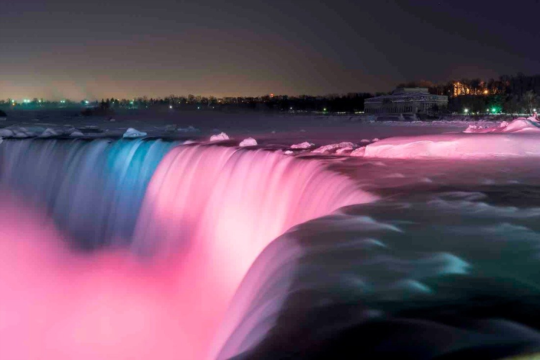 Horseshoe Falls light show