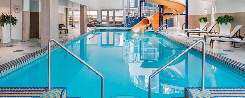 calgary hotels with Waterslides