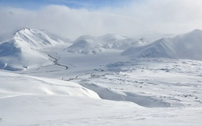 Uitzicht richting berghut in Landmannalaugar, IJsland 2011