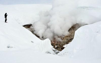 Sneeuw en vuur tussen Landmannalaugar en Hrafntinnusker hut, IJsland, 2011