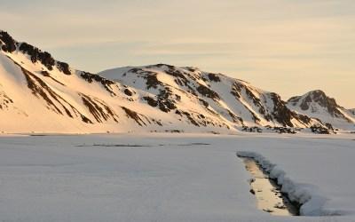 Zonsopkomst in Landmannalaugar, IJsland, 2011