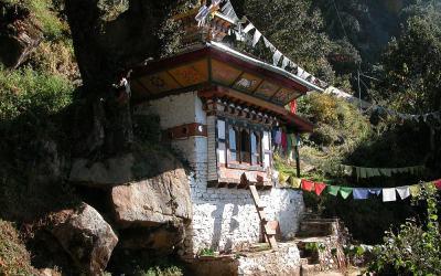 Bhutan, huisje op de route naar Taktsang Palphug Monastery oftewel Tiger's Nest