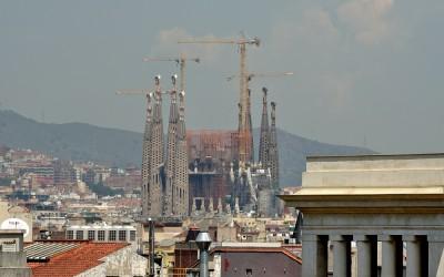 Barcelona, Sacrada Familia vanaf de Kathedraal van Barcelona