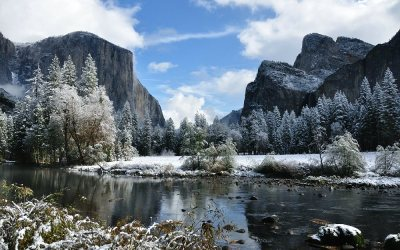 USA - Yosemite NP, Merced River richting El Capitan en Cathedral Rocks