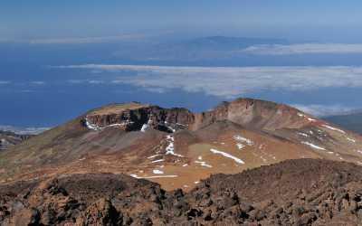 Tenerife, uitzicht vanaf de El Teide richting La Gomera. Daar weer achter is El Hierro te zien
