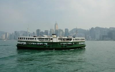 Hong Kong, één van de vele ferries die vaart tussen het vaste land en HK Island