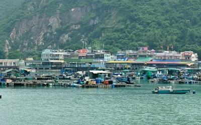 Hong Kong, Lamma Island, Picnic Bay met aan de overzijde Sok Kwu Wan