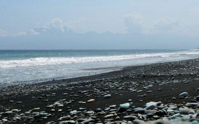 De zuidkust van Flores bij de stad Ende, Flores, Indonesië, 2012
