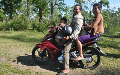 Familievervoer, Bajawa, Flores, Indonesië, 2012