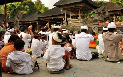 Ceremonie bij Tirta Empul Tempel, Bali, Indonesië, 2012