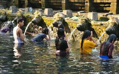 Heilige waterbronnen bij Tirta Empul Tempel, Bali, Indonesië, 2012