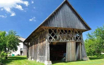 Schuur met mooie houtverbindingen, Slovenië, 6-7-2014