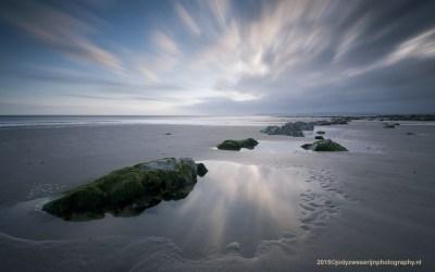 Zonsopkomst bij kust Cap Gris Nez, Opaalkust, Frankrijk, 4-5-2015