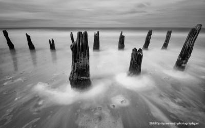 Palen aan strand Sangatte, Opaalkust, Frankrijk, 4-5-2015