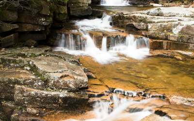 Coliseum Falls, langs de Bemis Brook Trail, Crawford Notch State Park, NH, USA, 5-10-2015